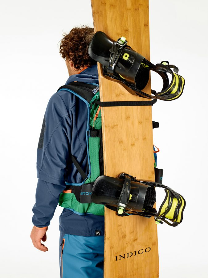 Efficient and well balanced snowboard and snowshoe attachments - Ortovox Freerider 26 - Irish Green