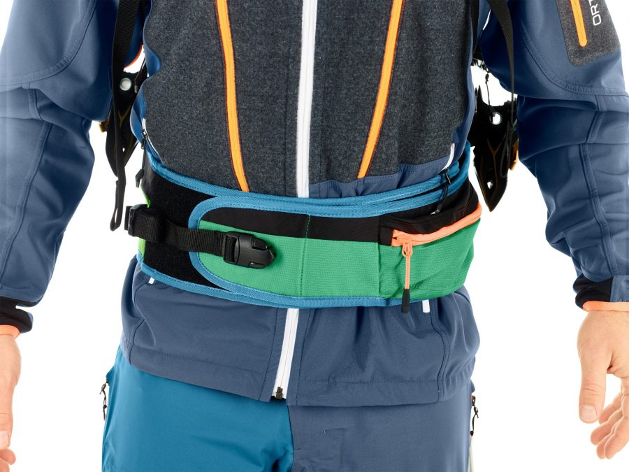Wide hip belt made from neoprene for optimal fit - Ortovox Freerider 26 - Irish Green