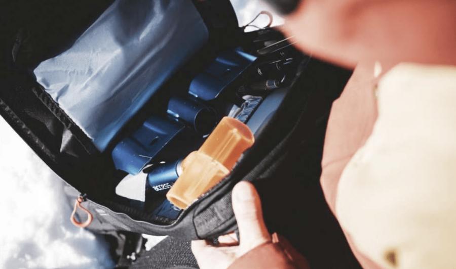 Dakine Poacher 14 - Avalanche safety Compartment