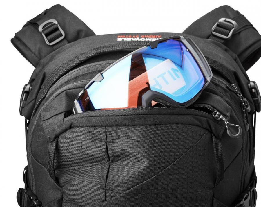 Dakine Poacher RAS 36L - Goggle Pocket